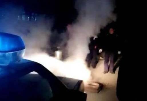 山西忻州一工地工人室外烧煤炭取暖被拘5日