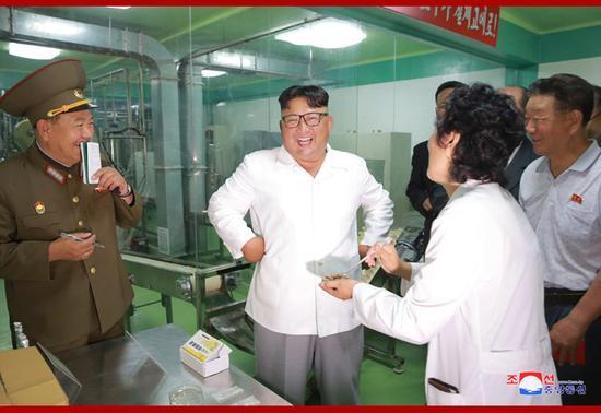 金正恩视察朝鲜人民军工厂(图:朝中社)